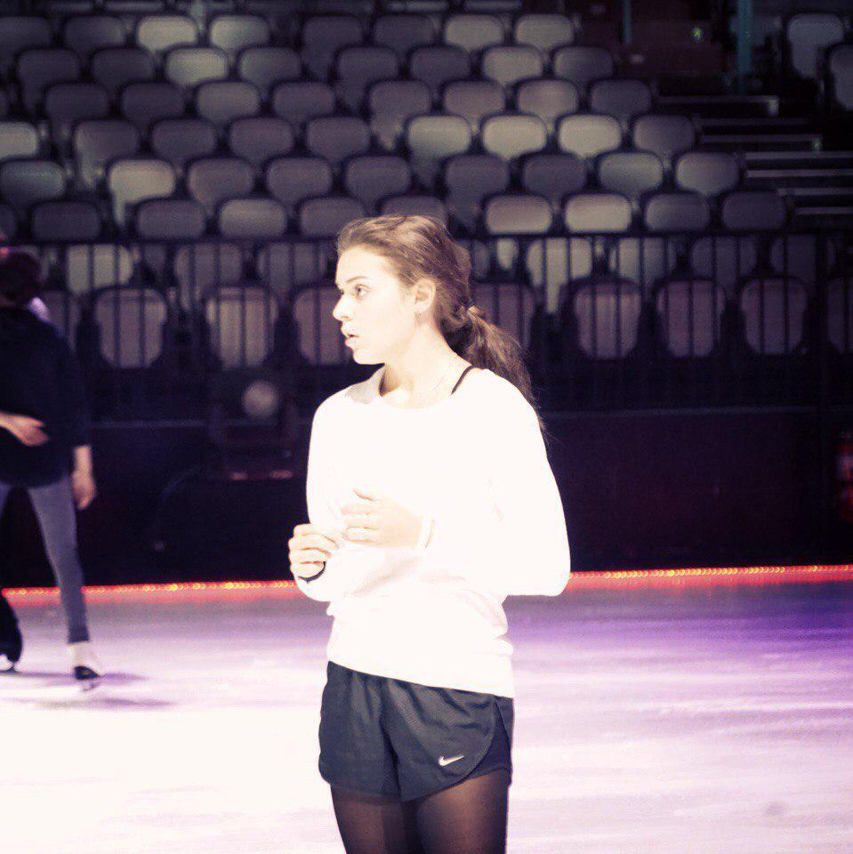 Ледовые шоу-2 - Страница 48 CJZFNpVUEAAzc6X