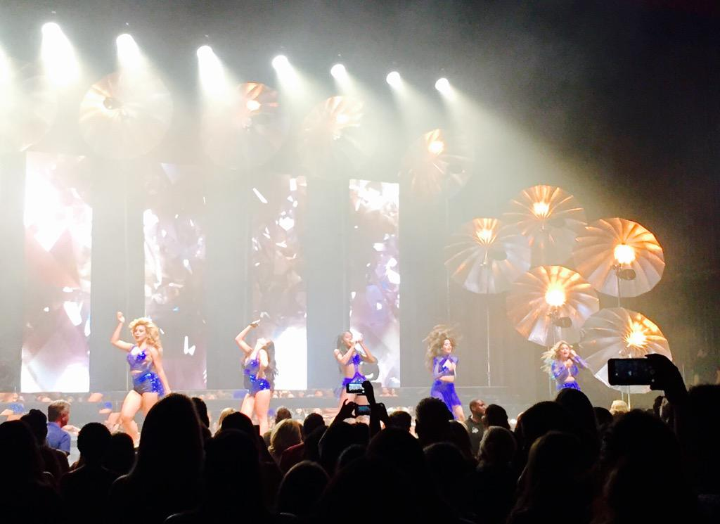 AND #SummerReflectionLouisville IS ON. And it is a dance smash! @FifthHarmony has brought it, y'all!! #FifthHarmony http://t.co/VNkxSr8eM4