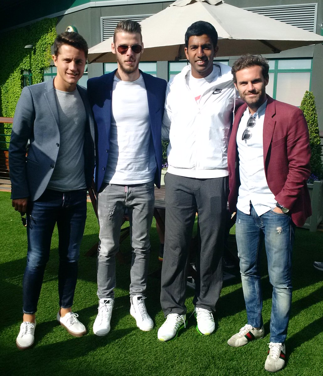 Pleasant surprise meeting these guys here in Wimbledon. @juanmata8 @D_DeGea @AnderHerrera  @ManUtd . http://t.co/7V3Oz0E74a