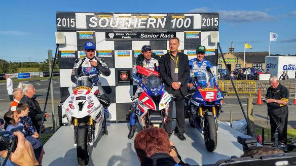 [Road Racing] Southern 100 2015 CJaWSMvWsAAW32x