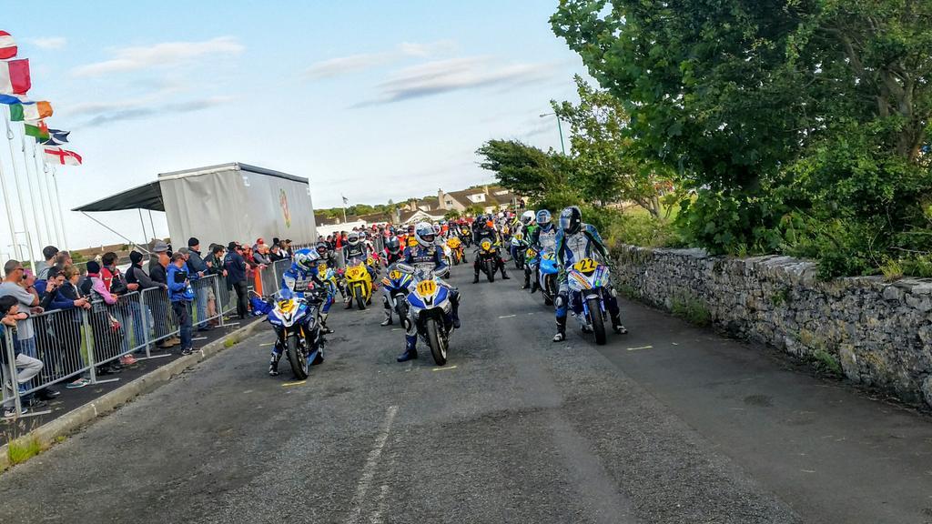 [Road Racing] Southern 100 2015 - Page 2 CJabQKUUEAAuXGo