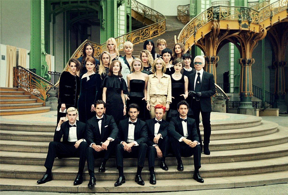 """All the people you see here are friends. They all loved the idea"" Karl Lagerfeld #ChanelCerclePrivé http://t.co/PYLDXamwJA"