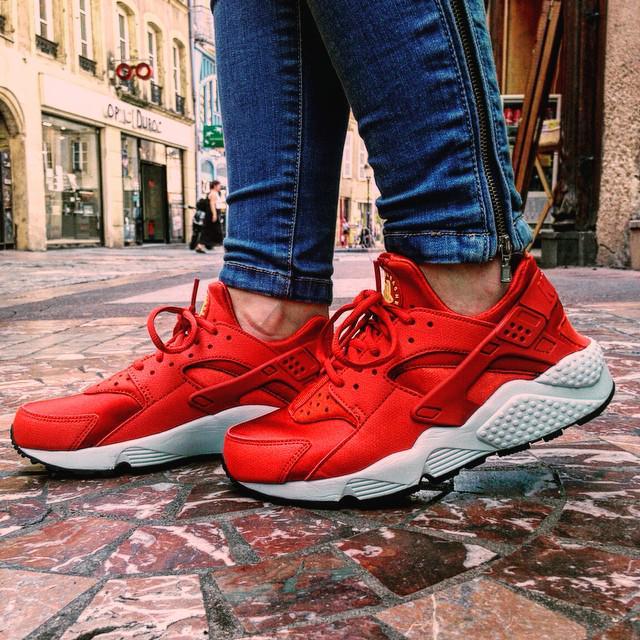 best cheap 050c4 7b7e3 Nike Huarache Black And Red On Feet  3 01 PM - 8 Jul 2015 ...