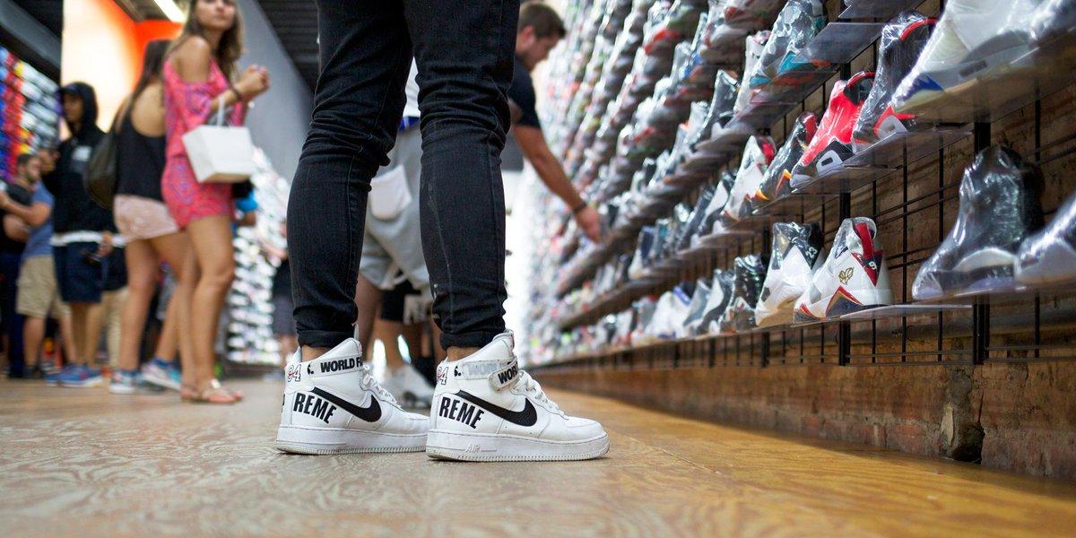 "floor: Nike Air Force 1 ""Supreme"