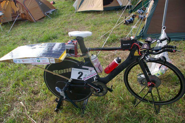 TeamZが作ったソーラー自転車。定格100Wのモーターで前輪駆動。 http://t.co/DLlRp08nKc