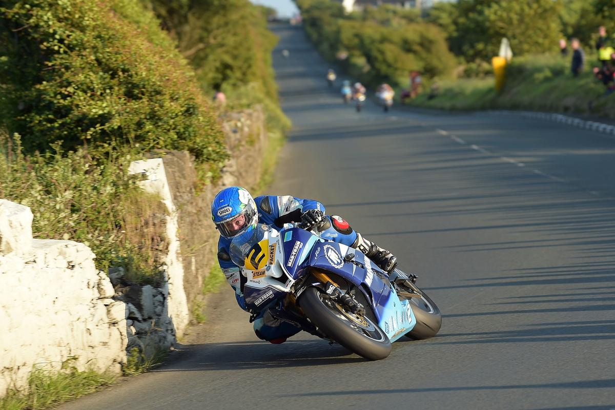 [Road Racing] Southern 100 2015 - Page 2 CJdeSR7UkAAYS-s