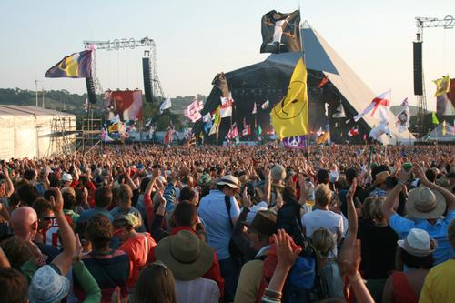 Rock'n'revenue: Music tourism brings £3bn boost to UK economy @GlastoFest @UK_Music http://t.co/APg4FoxPQ8 http://t.co/jyGjskQWpX