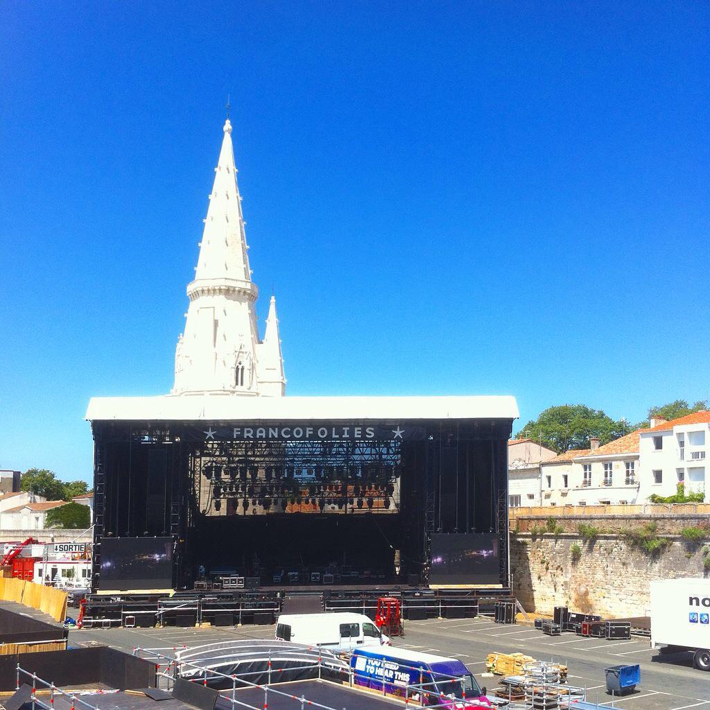 Johnny au Francofolies de La Rochelle - Page 5 CJeKrRHW8AAEvvX