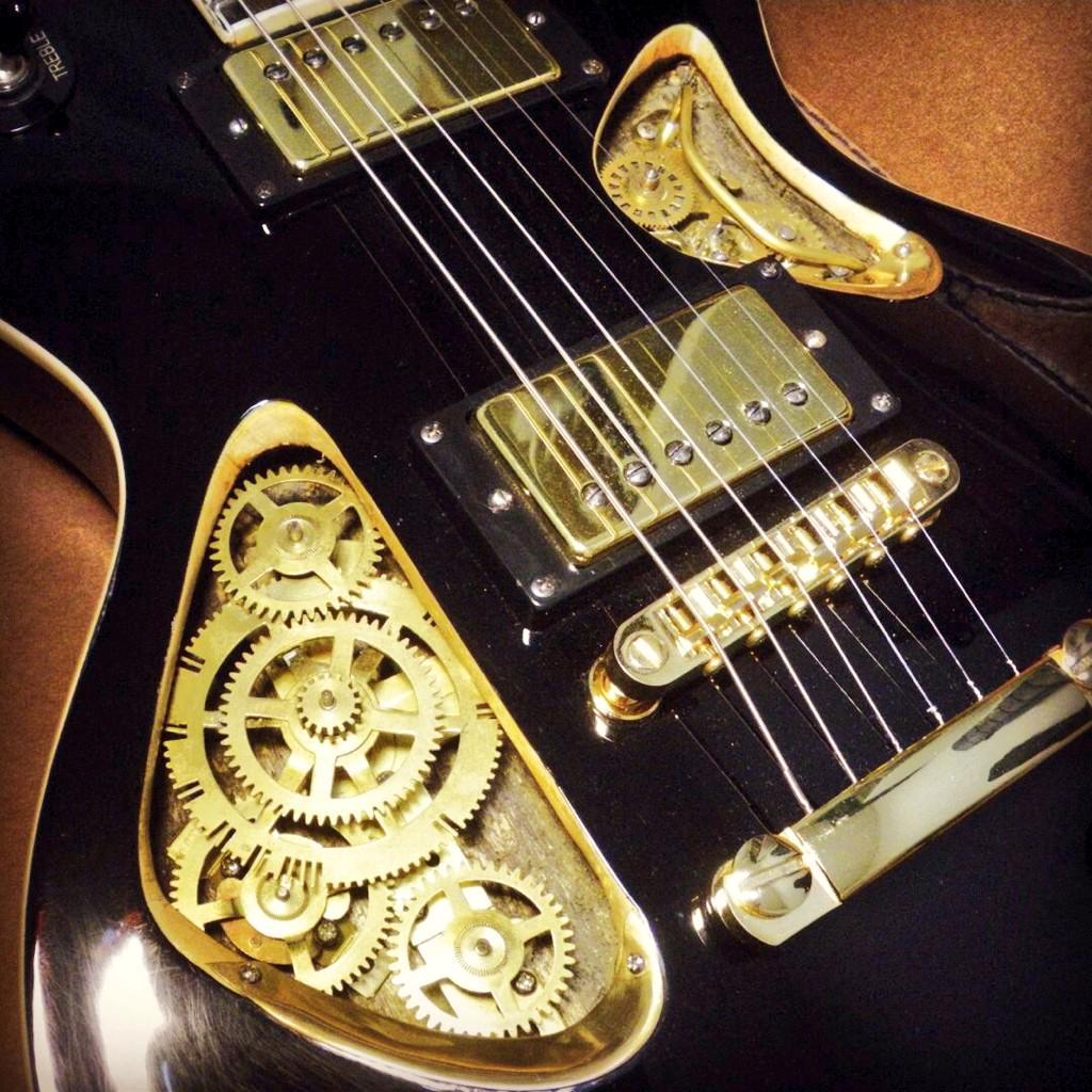 """やばいブツが到着。スチームパンク仕様レスポール """"Open Hatch"""" by 特撮ギター研究所 @sfguitarlabo http://t.co/PSlCBqYRoN"""