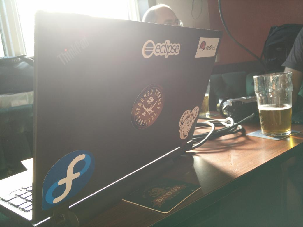 It's going to be a good @GeekeasyDerby night when the presenter has Gnu/Fedora/Redhat/Vim stickers. http://t.co/yFVB62WA9M