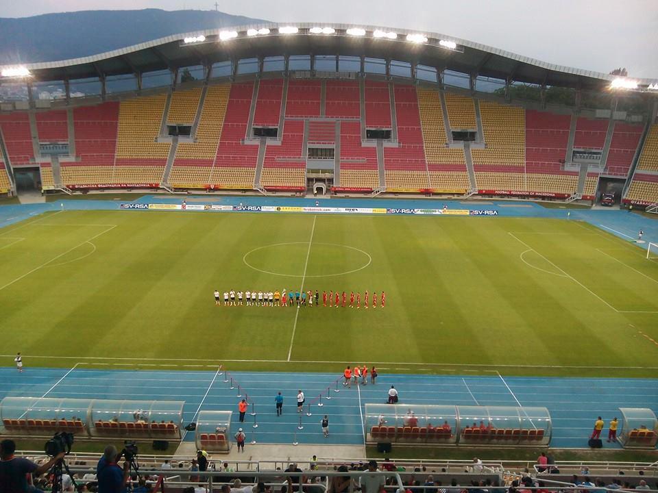The teams at kick-off
