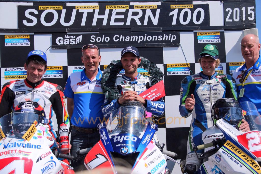 [Road Racing] Southern 100 2015 - Page 2 CJfnY1jW8AELiRI
