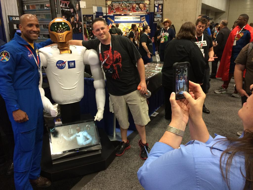 We're at San Diego Comic-Con, bringing science fact to science fiction: http://t.co/nsK7kIZgZQ #JourneyToMars #SDCC http://t.co/xzeuDxr8Ix