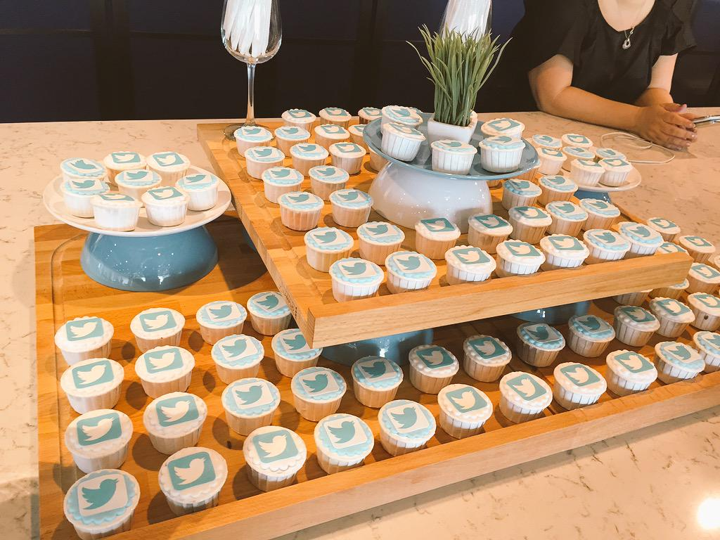 Cool cupcakes and vending machines at @TwitterSG #Twitter4Agencies http://t.co/XLcohkhMPY