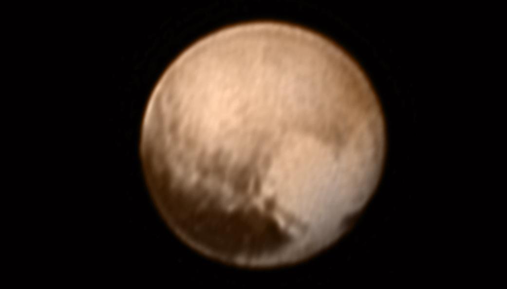 In questa foto di Plutone si vede una zona che forma un cuore