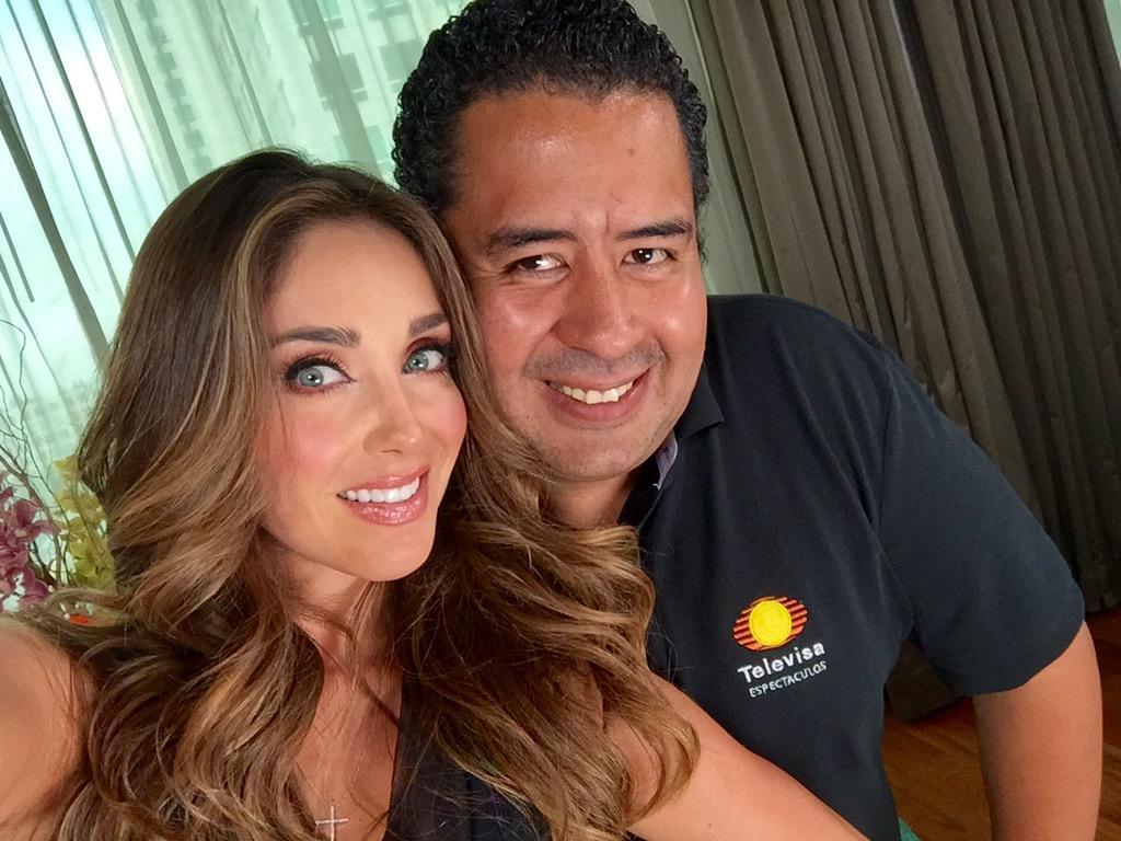CONFIRMADO @Anahi regresa a la música con #Rumba , listo nuevo disco. Mi exclusiva en #PrimeroNoticias !!!!