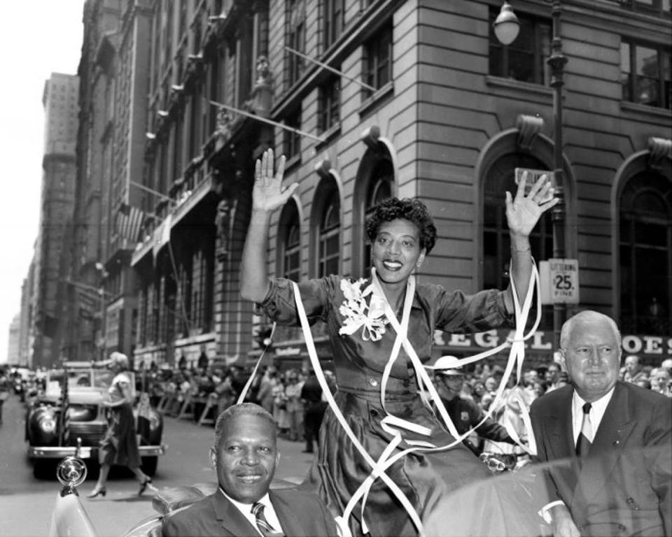 Althea Gibson also had a NYC ticker-tape parade after winning Wimbledon in '57 (Leslie Allen reminds us) #USWNTParade http://t.co/T0MMomExDr
