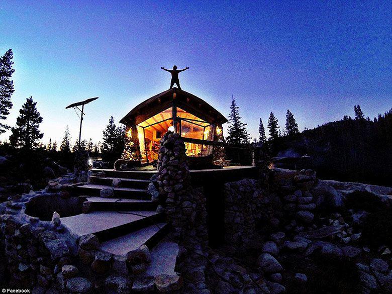 L'incroyable cabane du snowboarder Mike Basich CJjnyjmUAAAUiC0