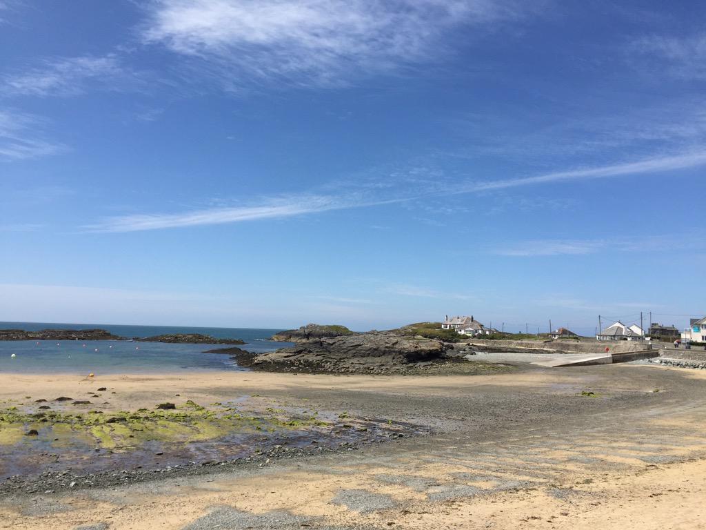 Sun-spangled salutations from Trearddur Bay, Anglesey. Visit the island soon! http://t.co/hAGmHtaFVV