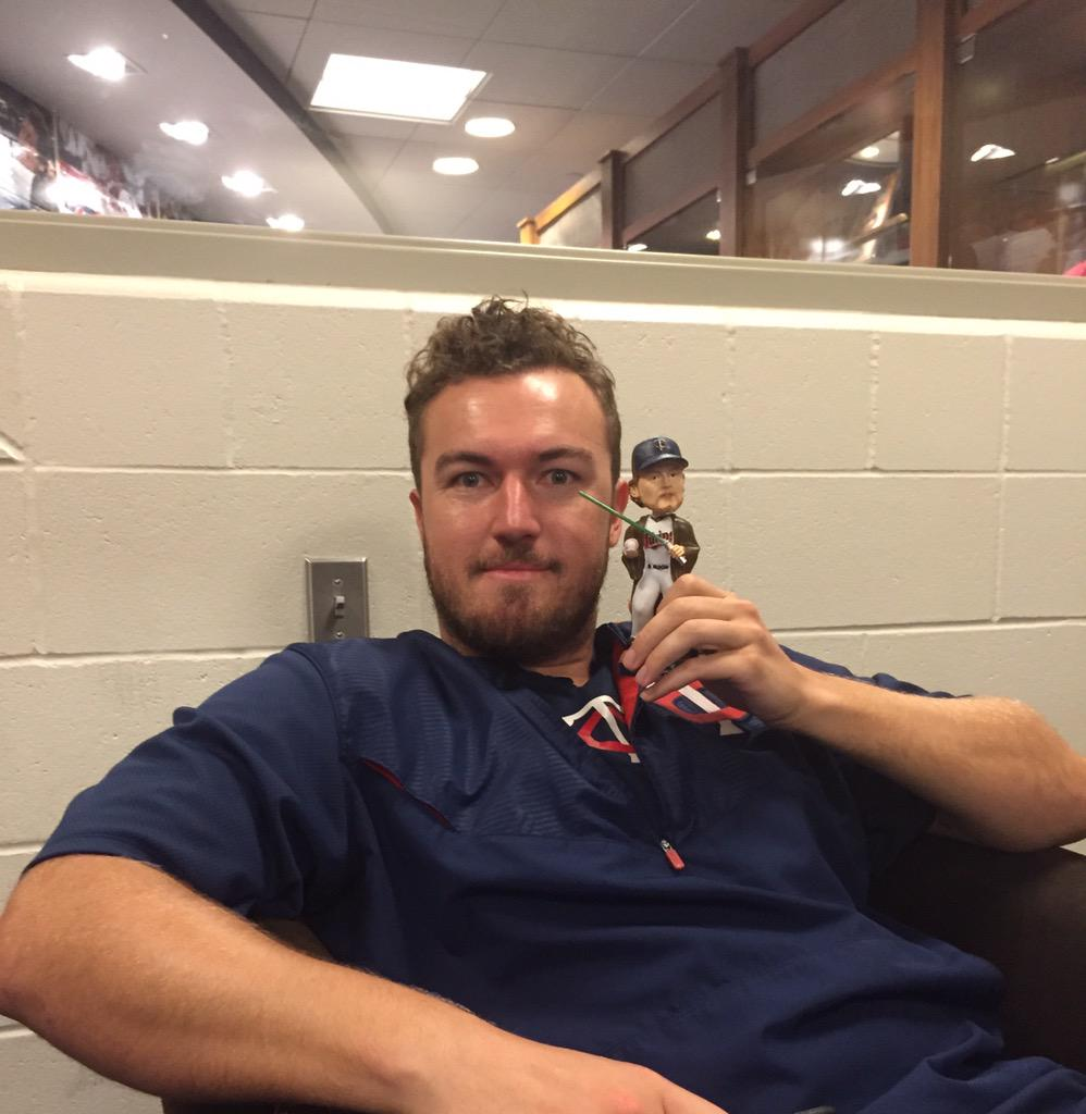 30 min left! RT for a chance to win one of these bobbling heads!  #CreepyEyes #HughesTheForce #VoteDozier http://t.co/e3qVGP9Swy