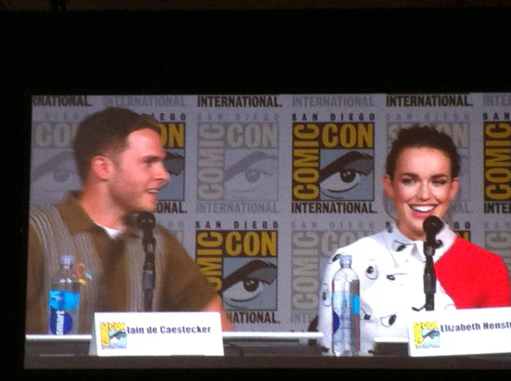 .@Lil_Henstridge talks about her screen test with Iain, the underwater pod scene from season 1. #SDCC http://t.co/YkR6ZQuJ7J