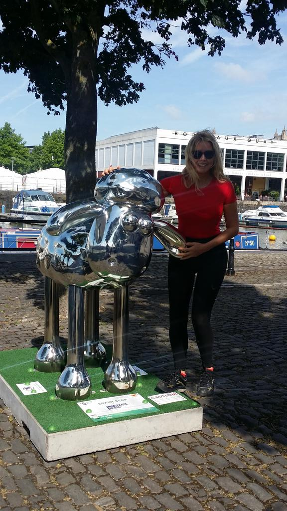 Say a big silver morning to Shaun Bean @shaun_inthecity in Bristol harbourside this morning #ILoveMyCity x http://t.co/O97pIRRXkg