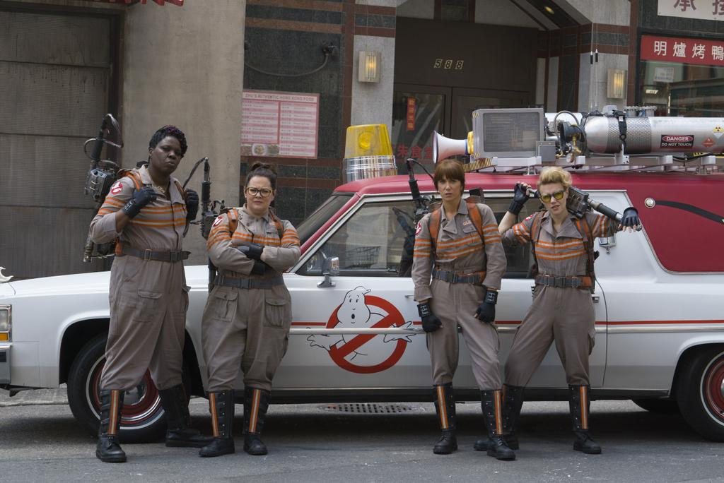 Bill Murray (knows how to livesensical.com?) will be making an appearance in director Paul Feig's (Bridesmaids) upcoming all-female Ghostbusters reboot, in theaters July 22, 2016. Feig's reboot stars Kristen Wiig, Melissa McCarthy, Kate McKinnon, Leslie Jones, and Chris Hemsworth as their hunky receptionist.