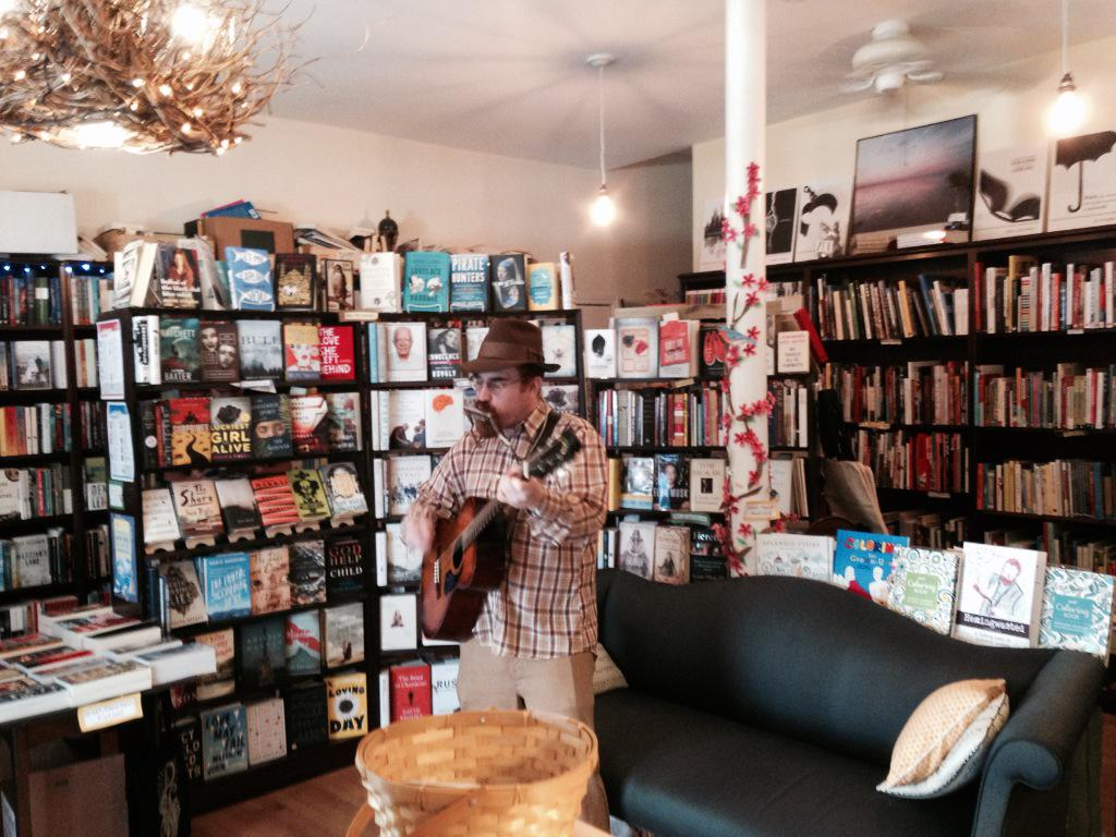 Songs based on #books @papercutsjp by @RedbranchMusic until 2! #jpporchfest @02130News http://t.co/dFIYhqjiiJ