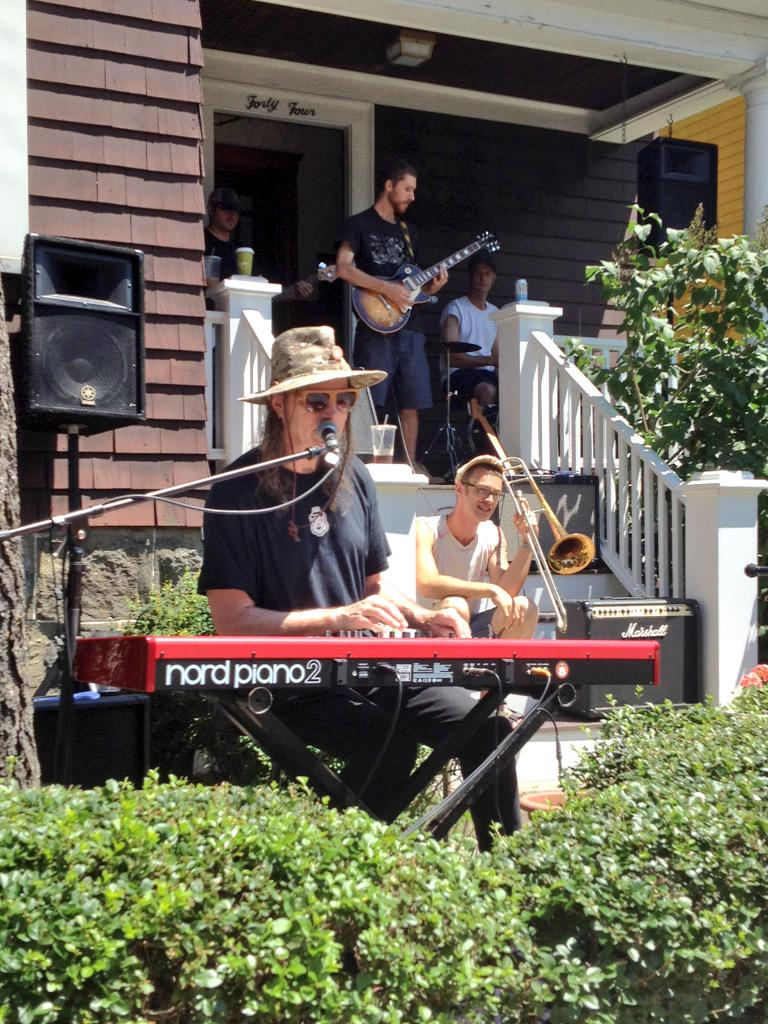 Such a joy to watch @rickberlinner + Nickel & Dime Band do their thing @jpporchfest! http://t.co/lMSfZDLUoM