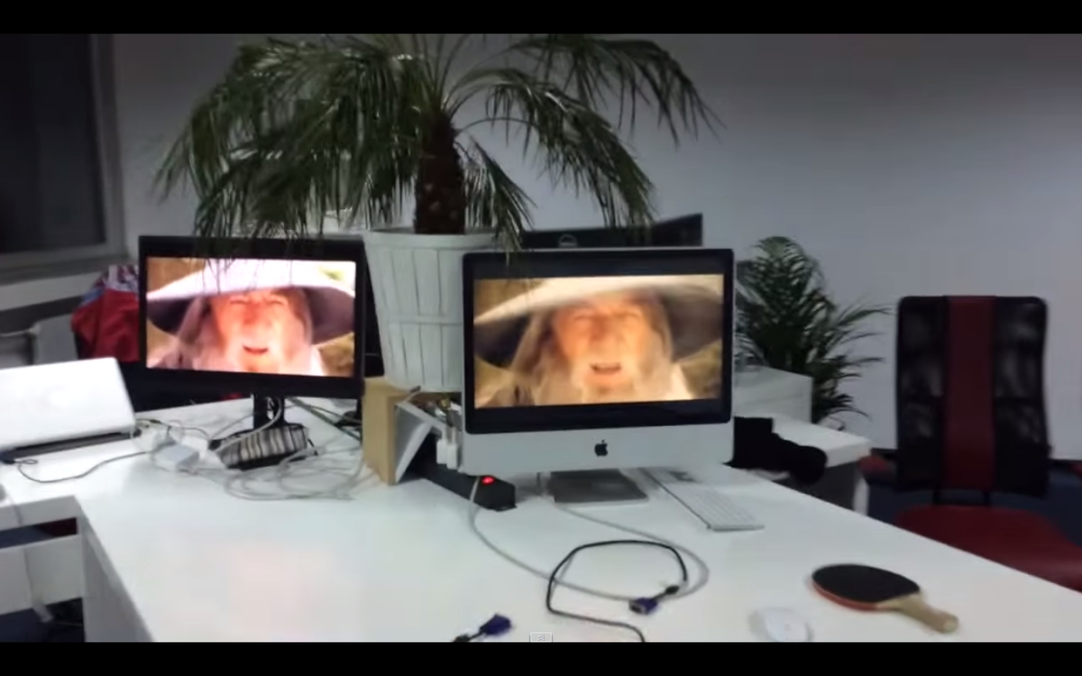 Epic Sax Gandalf : Seemingly bored guy plays Epic Sax