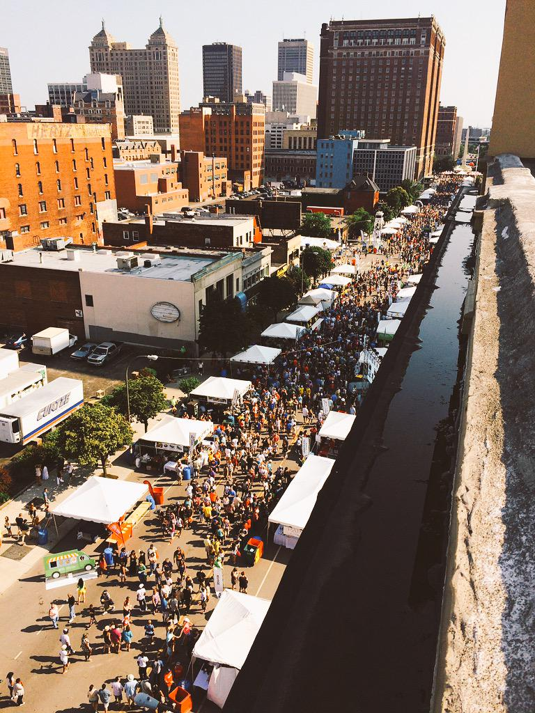 50+ restaurants, with nearly half a million hungry travelers. #tasteofbuffalo  #BuffaLove15 http://t.co/EJRxgHeL3U