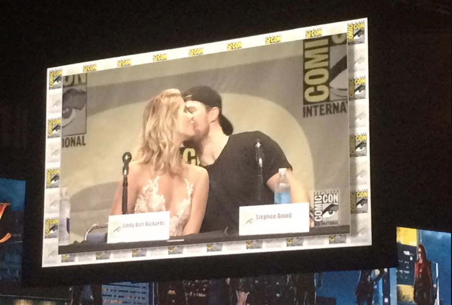 #Olicity Kiss !!!! #SDCC #Arrow #WBSDCC http://t.co/Gl4dHrLySW