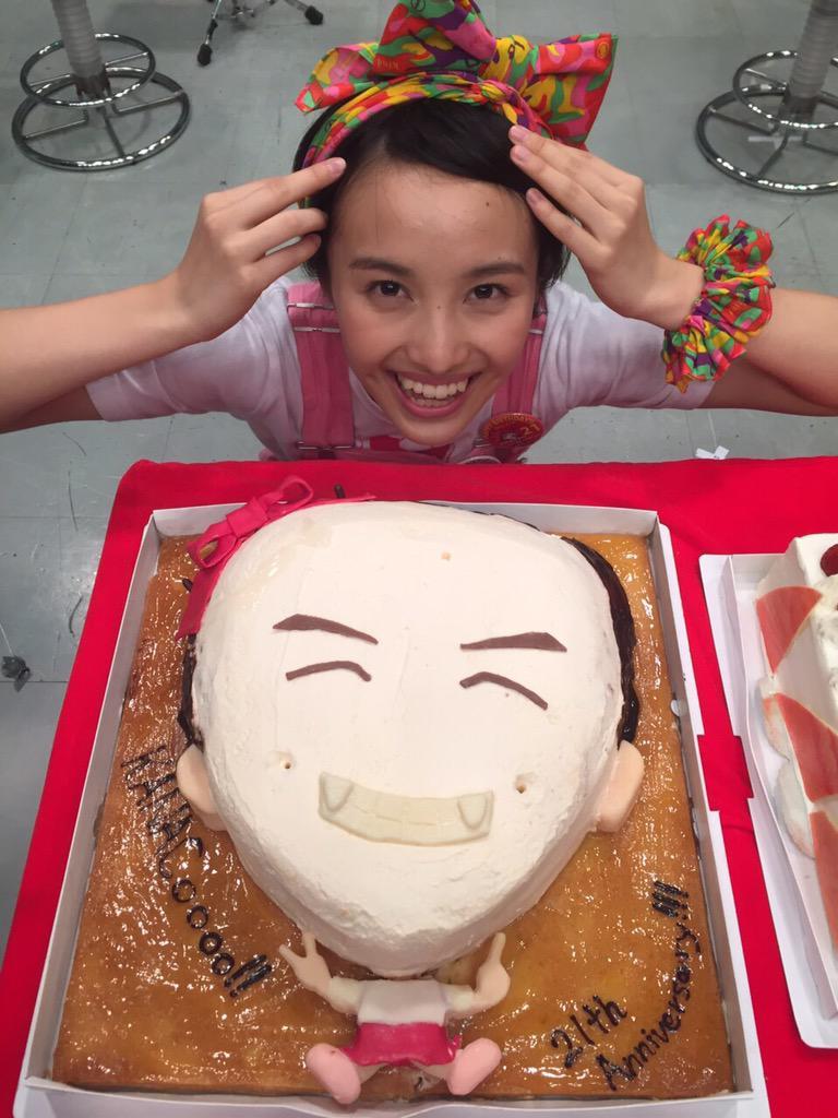 おめデコ凸でこーBU リーダーBU❤️❤️❤️今日、誕生日だからかなこちゃん、おにぎしを1つあげましたBU #momoclo pic.twitter.com/2vKxE0yLc3