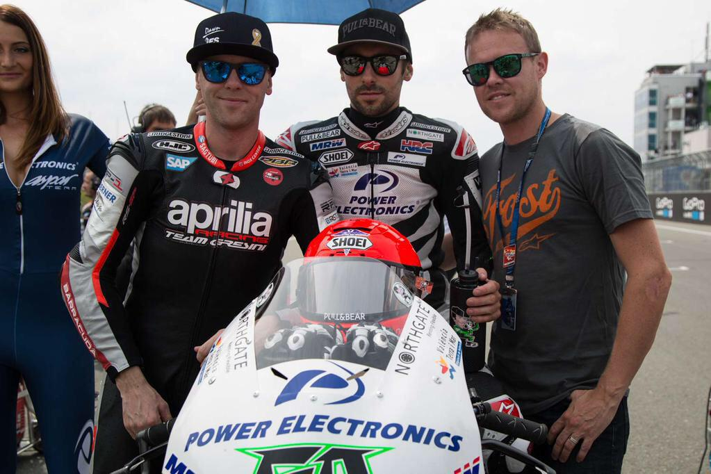 A tribute to Dr. John Hinds on the #MotoGP grid @eugenelaverty @MichaelLaverty @JLAV image: @SteveEnglishGP http://t.co/DZcWSxkFC7