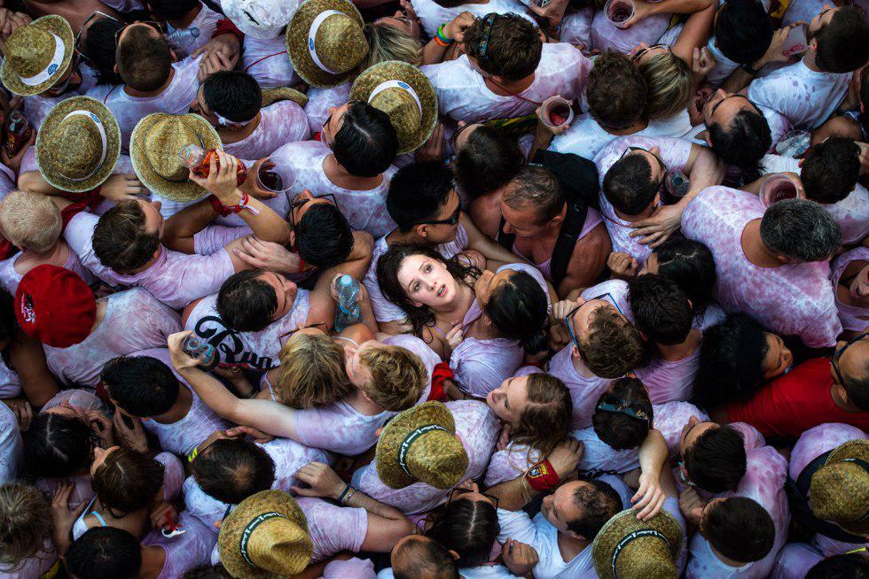 """David Ramos """"Demasiados fotógrafos, demasiada gente, demasiado alcohol"""" http://t.co/LFV25azGLh v @quesabesde #fotaca http://t.co/fGpo9INyH1"""