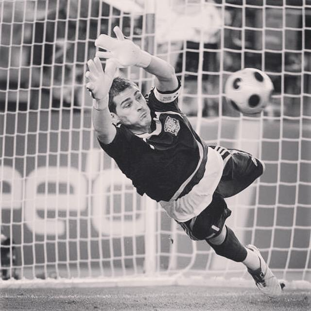 Eres y seras LEYENDA, el mejor portero de la Historia del club!! GRACIAS!! #IkerCasillas #GraciasCasillas #Leyenda http://t.co/faohLYZZvF