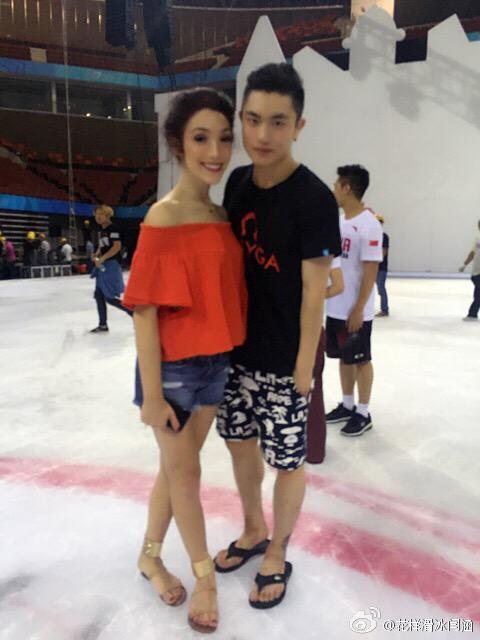 Ледовые шоу - 3  - Страница 2 CJuibmpUMAAbl6o