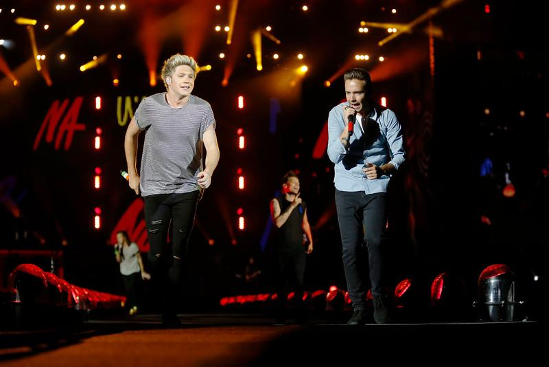 See vids, review & GREAT photos of @onedirection at @LevisStadium @LiveNationSF @mercnews http://t.co/KnnQl7aOZ5 http://t.co/oDQdVQ8fth
