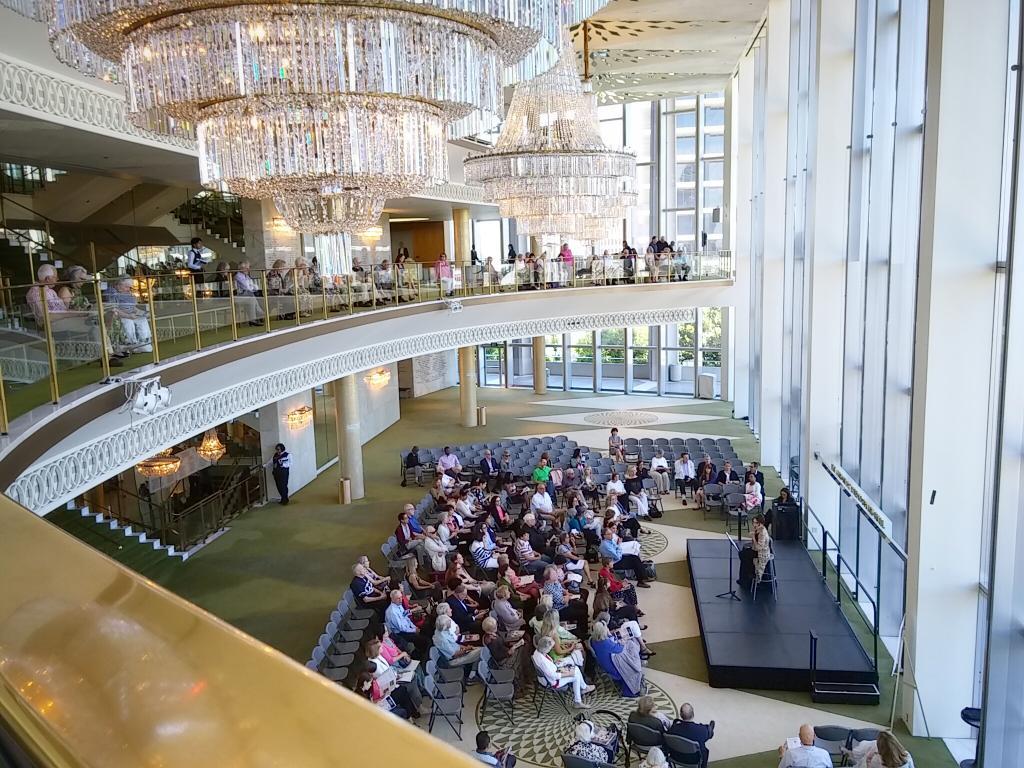Pre-performance talk by @ElizKaye. #BalletNow #DorothyChandler @MusicCenterLA http://t.co/DAH96T0Thx