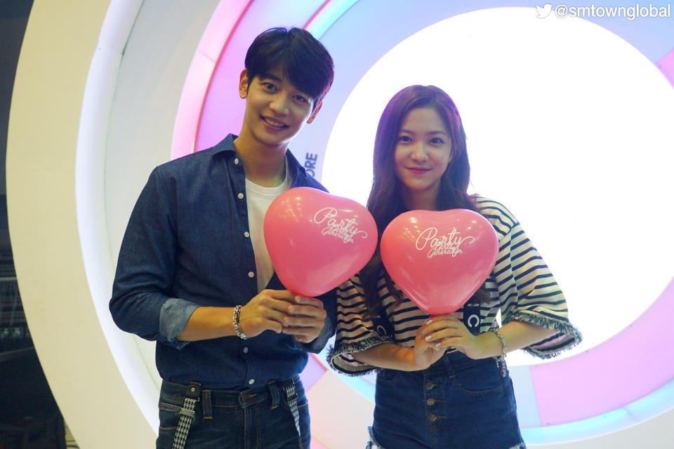 #SHINee's MINHO and #RedVelvet cheering for @GirlsGeneration's comeback last week. #PARTY http://t.co/ndcf9m44ti