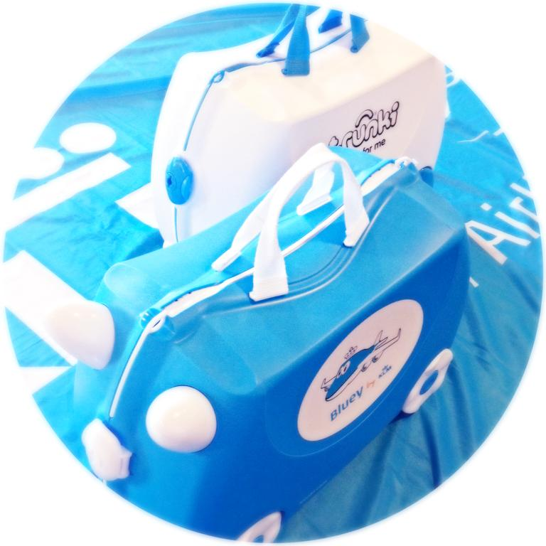 Our mascot Bluey is giving away 4 #KLM Trunki cases! Follow us & retweet for your chance to #win! #BlueyByKLM http://t.co/RHE4a4Est1