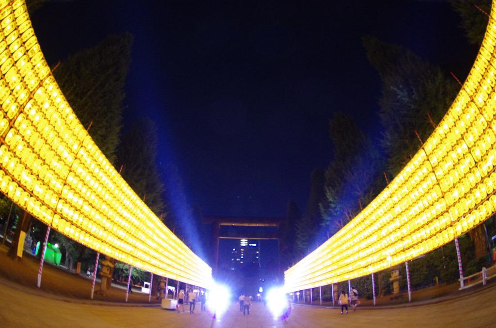 【靖國神社・みたままつり前夜祭】  見ろ!この開放感を!  |-`).。oO(この空間に興奮してしまいました……屋台がないだけでこうも印象がかわります。 http://t.co/c6wnciuaml