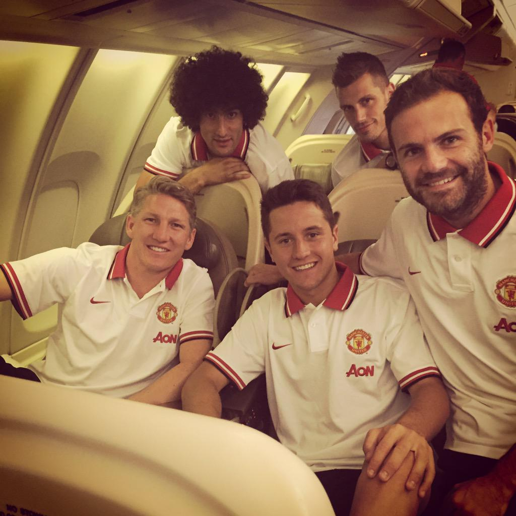 Let's go to #USA! Big welcome to our new teammates! #MUtour @ManUtd http://t.co/MdI5Um5wSl