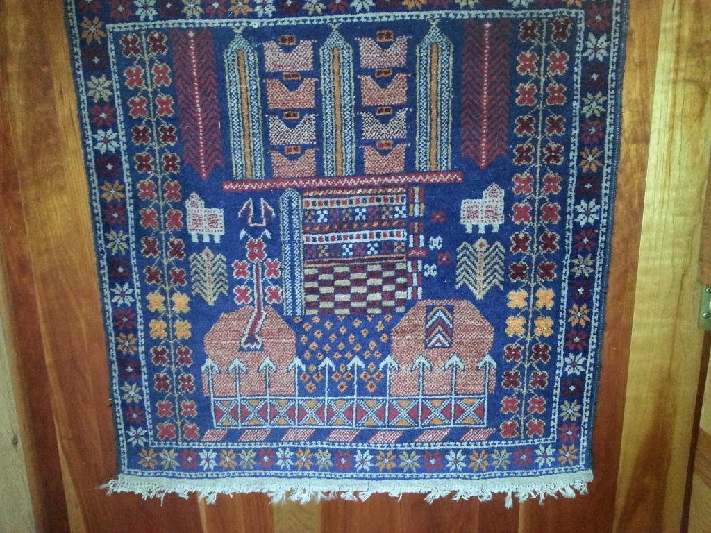 What's symmetrical & what's not symmetrical? I love Oriental carpets. #mathphoto15 #symmetry http://t.co/vm0Ab4hxEu