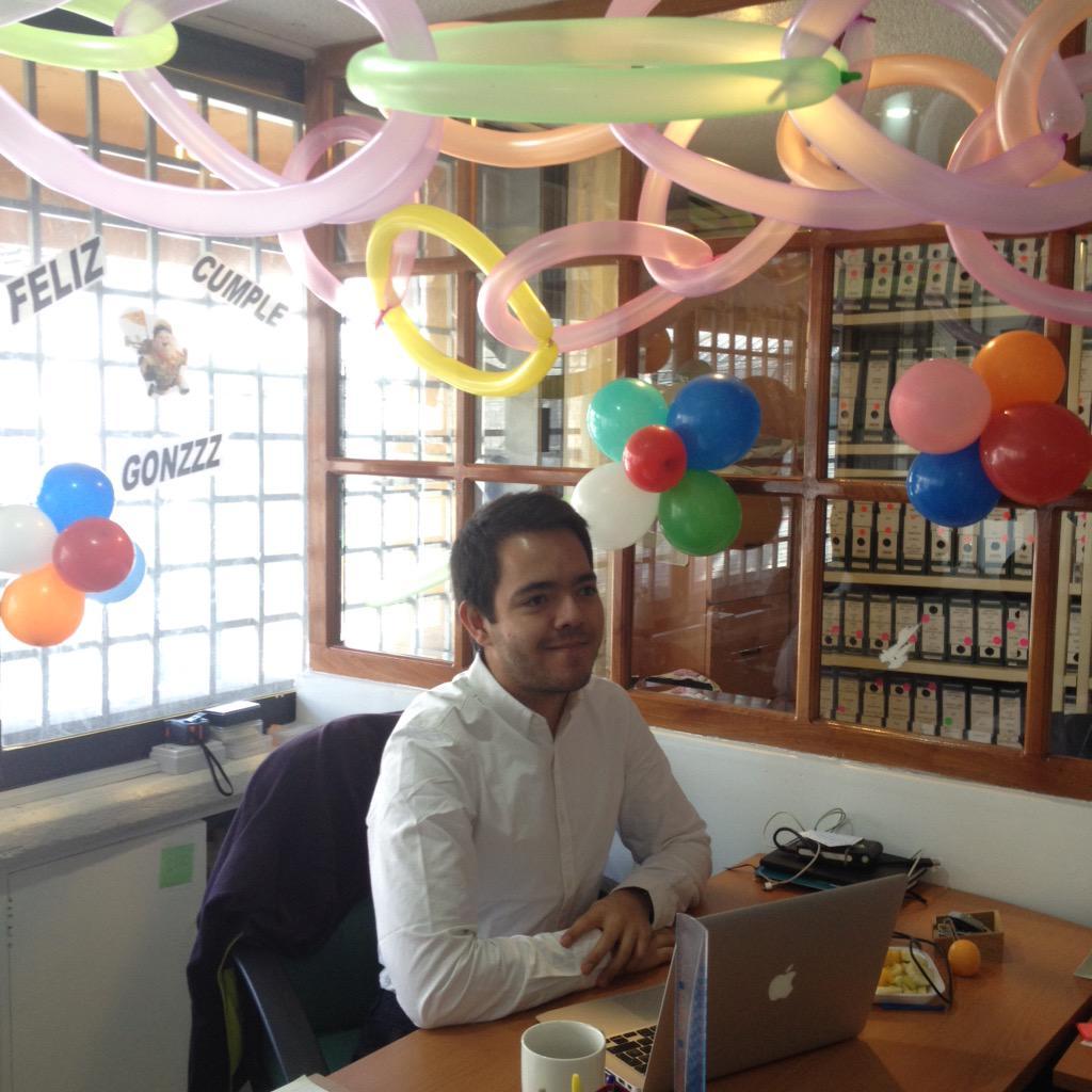 Pierna cruzada on twitter el festejo god nez http t for Como decorar mi puesto de trabajo