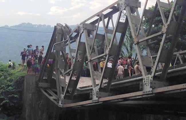 यसरी पुल भाँचिएपछि हजारौं यात्रु अलपत्र