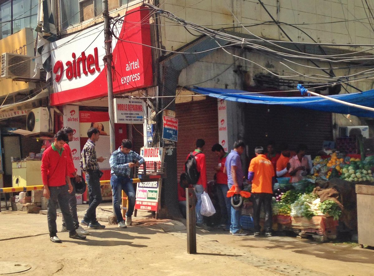 Funny thing today - more Grofers and Peppertap fellows at the sabziwala than actual buyers. Sign of our times? http://t.co/e4gXixPLhl