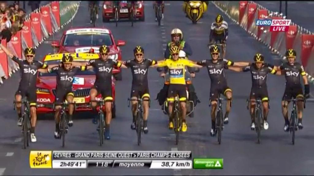 Froome vince al Tour de France con un finale da thriller