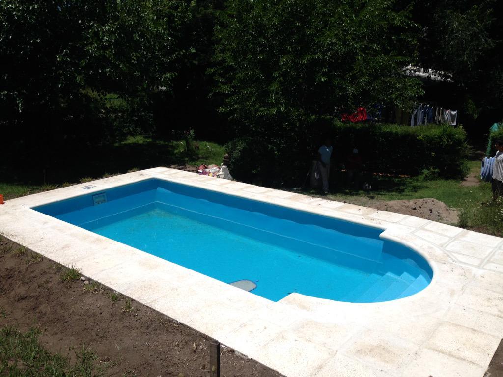 Piscinas de material diseo piscina moderna jardin grande for Piscinas de material