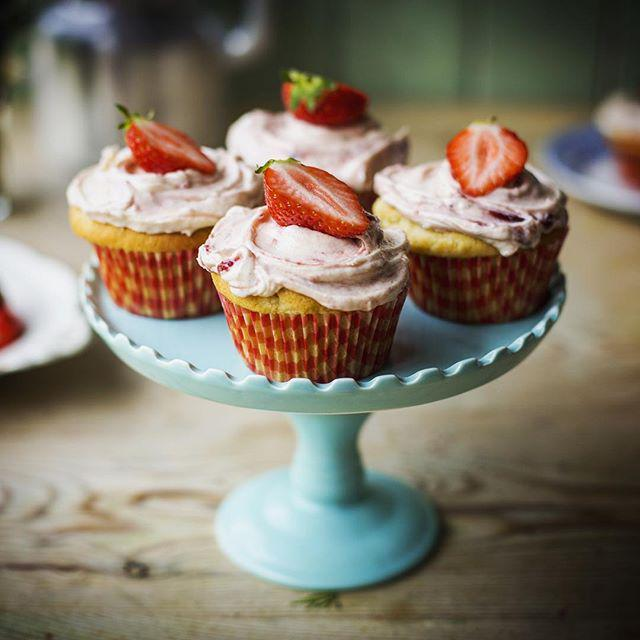 Donal skehan on twitter strawberries and cream cupcakes the donal skehan on twitter strawberries and cream cupcakes the recipe video is up on my channel today make sure to httptins5uub9ll forumfinder Choice Image